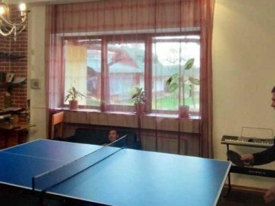 отдых за игрой в настольный теннис